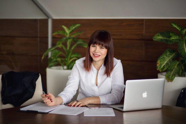 """Що робити з клієнтами, які """"думають""""? 3 способи переконати купити зараз і саме у вас."""